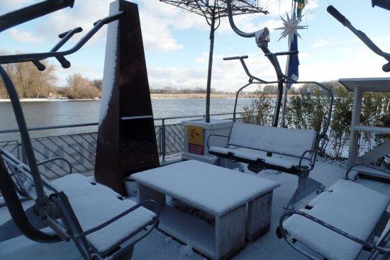 Gottlieben, İsviçre: neben den Wohnwagen Feuerstelle