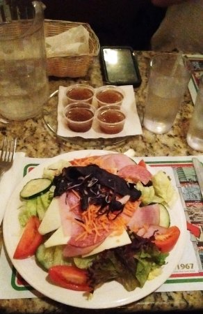 Potsdam, NY: Ma salade antipasta avec vinaigrette italienne (4) $10.55
