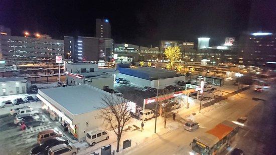 Fukui Hotel: ホテルから見たクリスマスイルミネーションの帯広駅前広場