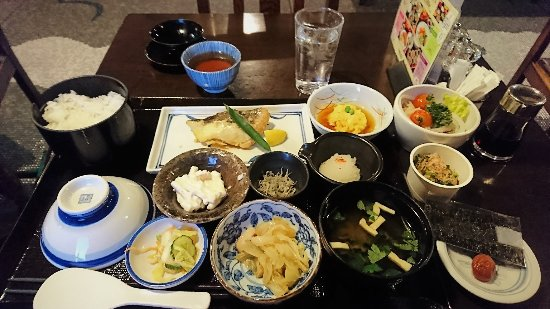 Fukui Hotel: 和朝食 サラダ、納豆、海苔、梅干しはオプションです