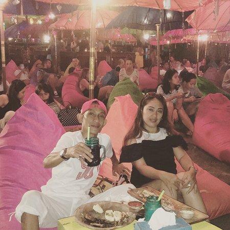 La Plancha: Ok dan nyaman sambil lihat Ombak di malam haru berdua dengan Istri