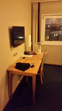 Anker Hotel: working desk, small TV