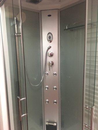 Cavaglia, Italië: doccia