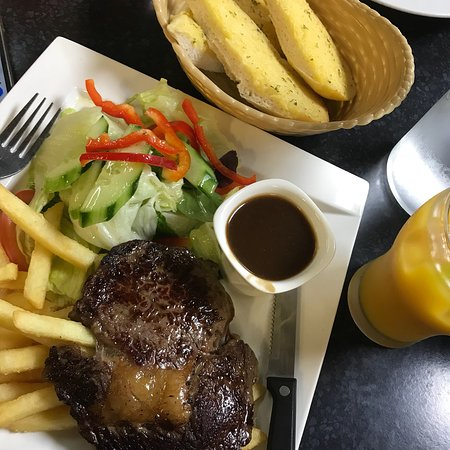 Tennant Creek, Australia: Steak of the Day, mouth watering and delicious steak with some side salad and chips😘