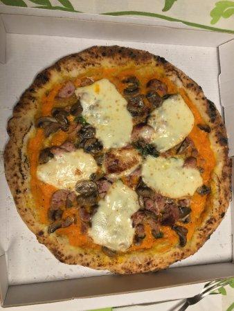 Qualiano, Italia: zucca, salsicce, funghi e provola gluten free