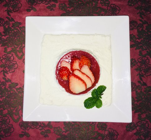 Japanese Strawberry Cake with fresh cream - Picture of