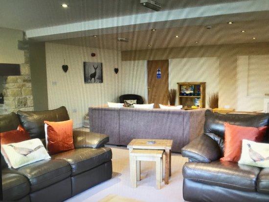Hardstoft, UK: lounge
