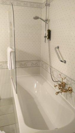 Strausberg, Alemania: Die Dusche ist dort nicht optimal für deren Nutzung!