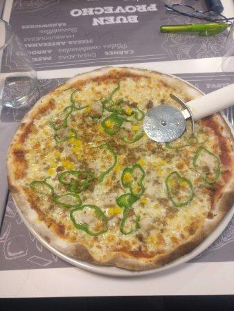 Zizur Mayor, España: Pizza muy fina y sabrosa