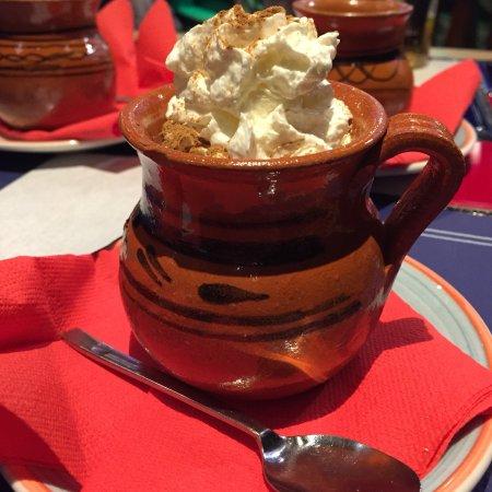 Creppe de dulce de leche, torra de maíz con chocolate, café mexicano y margarita