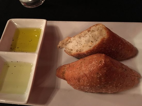 Front Royal, VA: Delicious bread and dipping oils