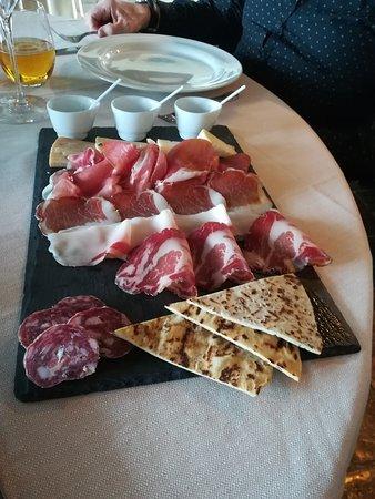 Montescudo, Italien: Molto buono è acoliente,servizio stupendo.