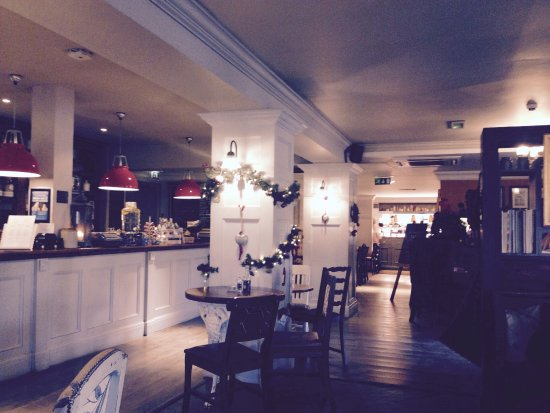 Claygate, UK: Bar and Restaurant (non-Saloon side).....