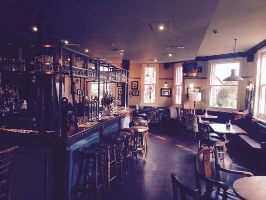 Claygate, UK: Saloon Bar side.....