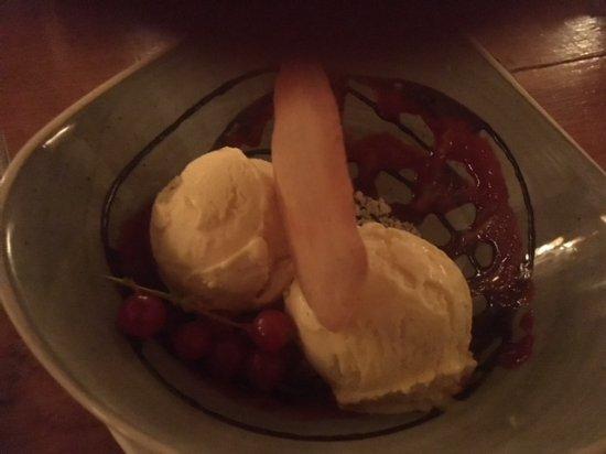 Burnham Market, UK: Ice cream caramel and vanilla one scoop each