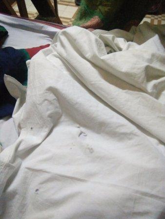 Birpara, India: nasty holes in dirty linen