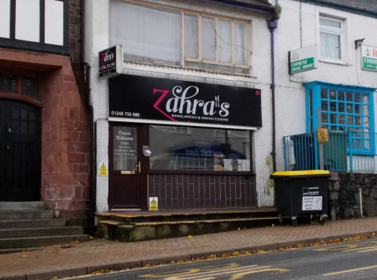 Zahra's, Llangefni