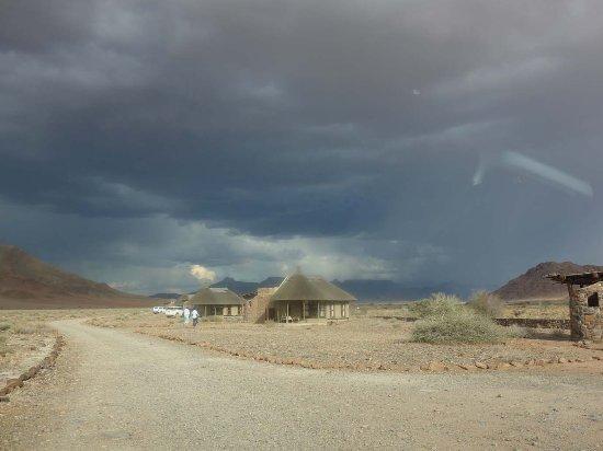 Hoodia Desert Lodge : The first rain coming