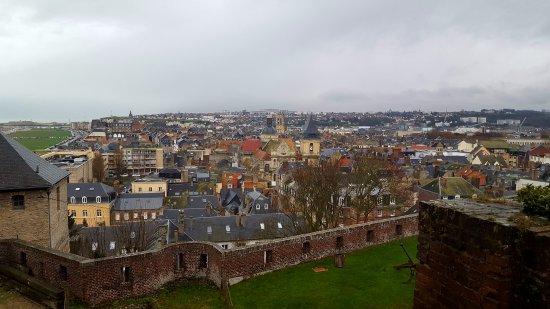 Chateau-Musee: vue en hauteur des toits de dieppe