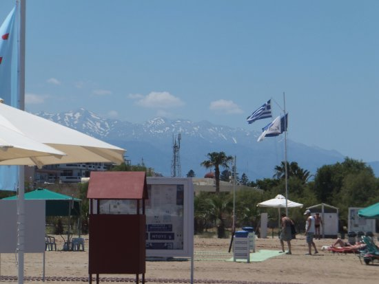 Aquila Porto Rethymno: snow on mountains,while sunbathing on beach