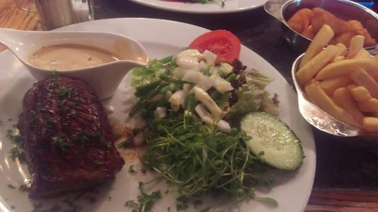 La Civiere D'Or : This was my main course. Fillet steak, mushroom sauce, salad, with fries and croquette potatoes.
