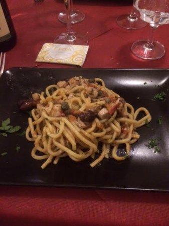 Ozzano dell'Emilia, Italia: Spaghetti alla chitarra con tonno