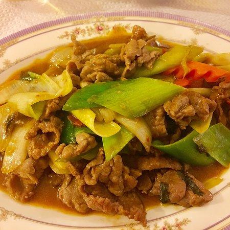Les Baguettes d'Or: Bœuf satey, bœuf basilic thaï, riz cantonnais, ananas frais, beignets pomme, ananas et banane