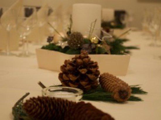 festliche weihnachtliche tischdekoration billede af le. Black Bedroom Furniture Sets. Home Design Ideas