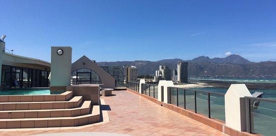 Strand, Sør-Afrika: Blick vom Dach Richtung Gordons Bay