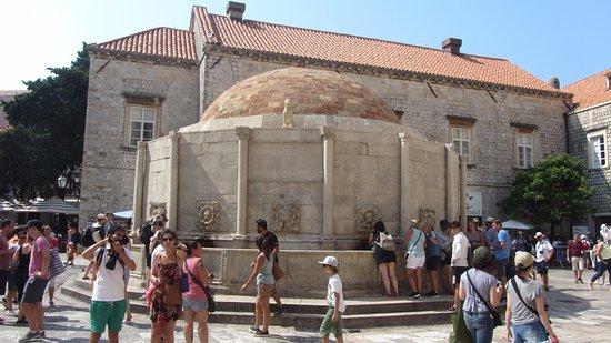 Onophrian Fountain: la fontana