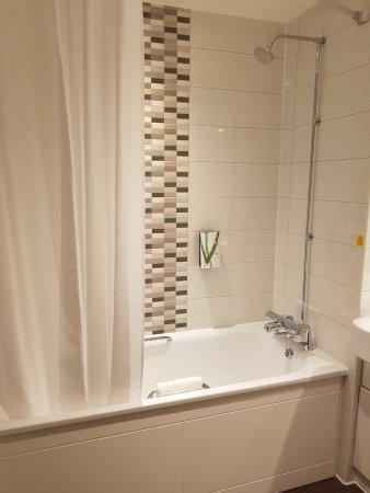 Premier Inn Letchworth - Bathroom