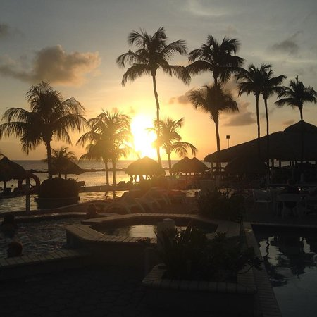 Sunscape Curacao Resort Spa & Casino: Sunset over the pool