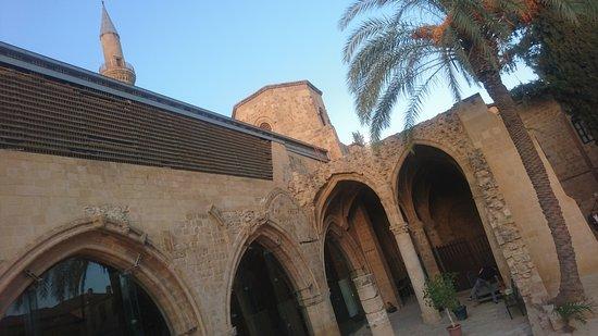 Bedestan Church and Mosque: dıştan görünümü