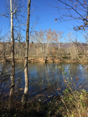 Bentonville, VA: river