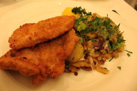 Gasthaus im Landhaushof : Cotoletta di maiale con patate al prezzemolo