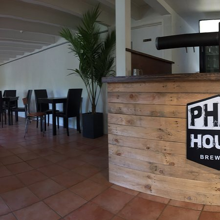 Kerikeri, New Zealand: PhatHouse Craft Beer Tap Room