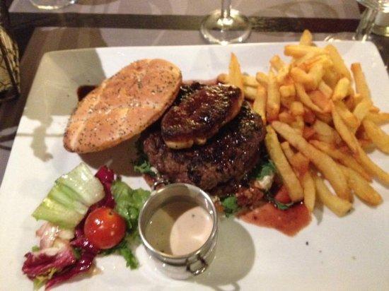 Meaux, Frankrike: hamburger Rossini