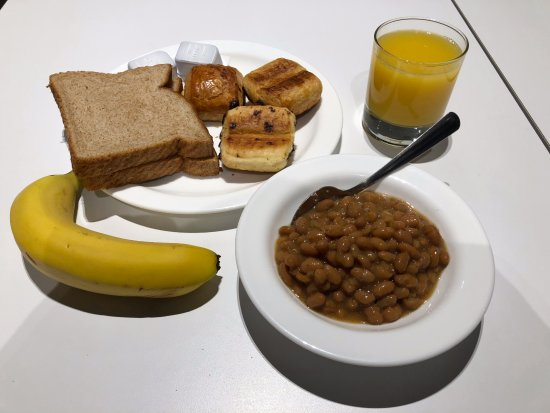 Hotel Le Dauphin Montreal Centre-Ville: Free breakfast
