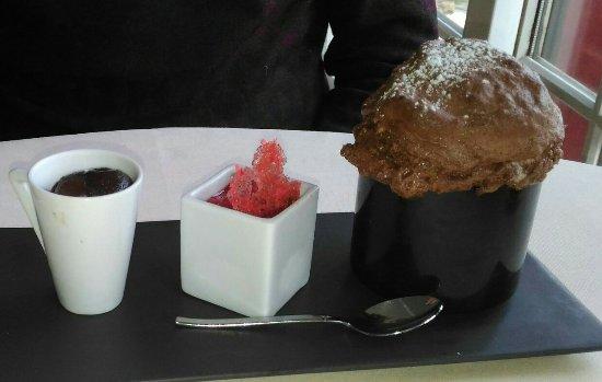 Dampierre-en-Yvelines, Francia: Chocolat en soufflé, mi-cuit et glacé_large.jpg