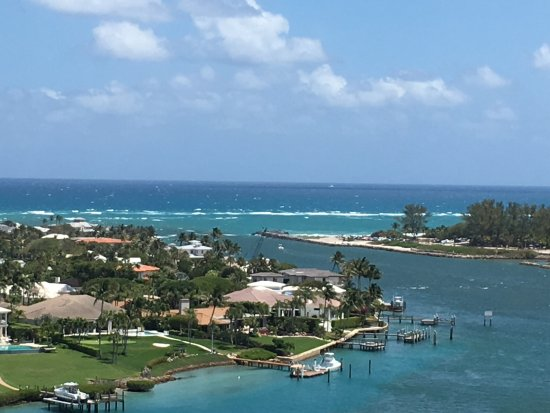 Jupiter, FL: Cruise the intracoastal waters and see the homes of Olivia Newton John and Tiger Woods!