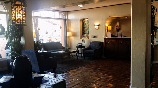 Holiday Inn Express Santa Barbara: Hotel Virginia Lobby