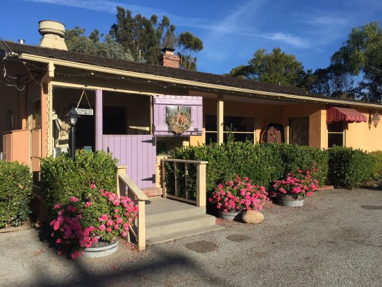 Carmel Valley, CA: Entrance in to the tasting room.