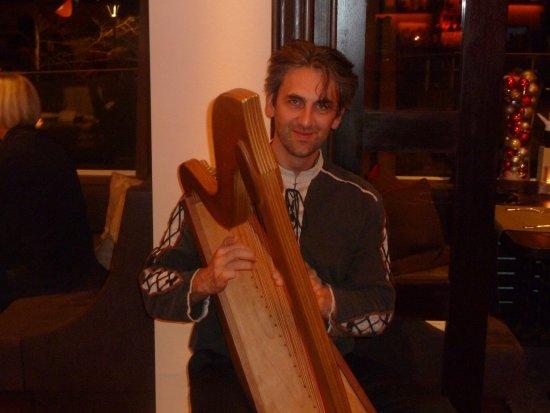 Bad Sachsa, Tyskland: Harfe Spieler beim Abendessen