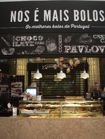 City Sightseeing Lisbon : Mercado da RIbeira, a pastry paradise, Best Brownie I ever had