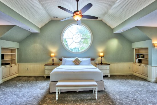 Chestertown, MD: The Carriage House master bedroom.