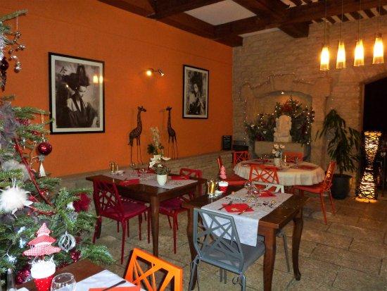 Cavaillon, Frankreich: Salle de restaurant décorée pour Noël