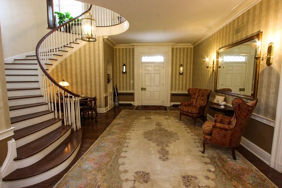 Chestertown, Maryland: Grand staircase in front entrance foyer