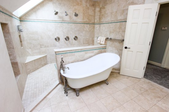 Chestertown, Maryland: Carriage House bath