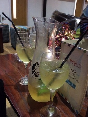 Brighouse, UK: Cocktail jug to share