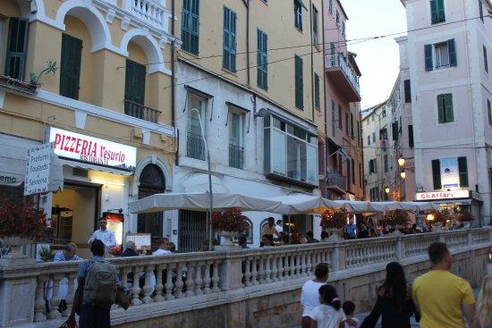 Ristorante Pizzeria Vesuvio : Vista desde el Corso Giacomo